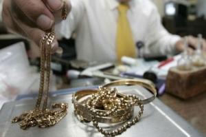 Злоумышленник похитил из ломбарда золотое кольцо