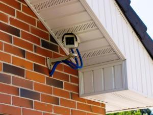Камеры видеонаблюдения повсюду
