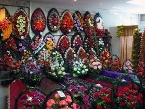 Останется ли магазин ритуальных товаров в дворе