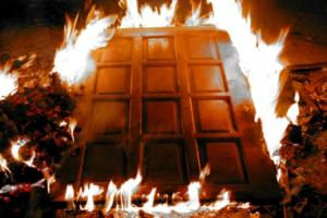 Двери могут спасти даже от пожара