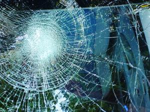 Лобовое стекло спасает жизни