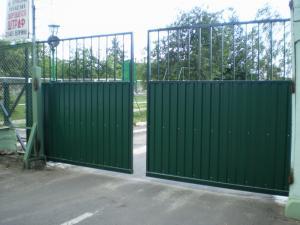 Какие ворота чаще ставят на проходной заводов, фабрик?